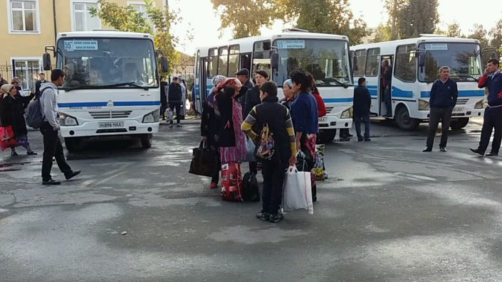 Medical staff from Samarkand is being transported to the cotton fields © UGF 2017